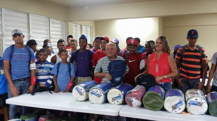 Donaciones-equipo-beisbol-infantil-RD-700×393