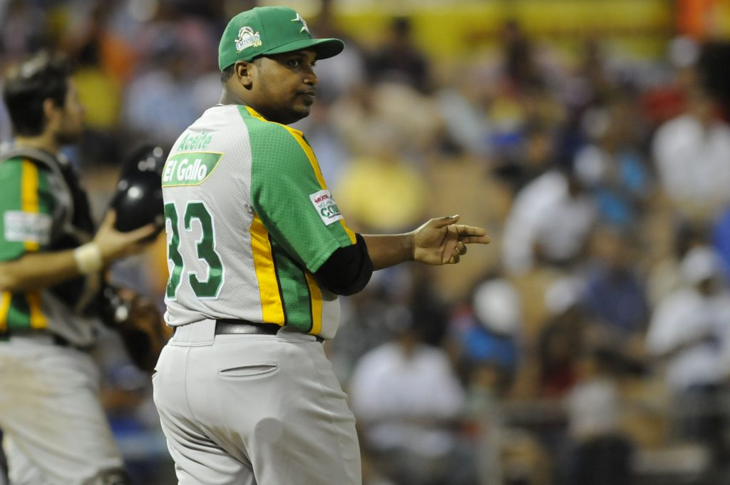 rodney-linares-pidiendo-pitcher-1024×680